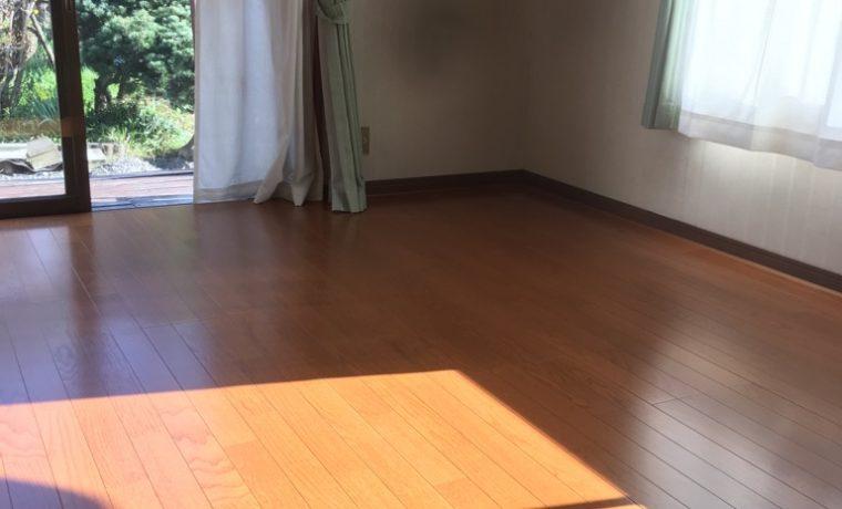 穂高S邸にて玄関腰壁貼り&フローリング貼り工事が完了しました!