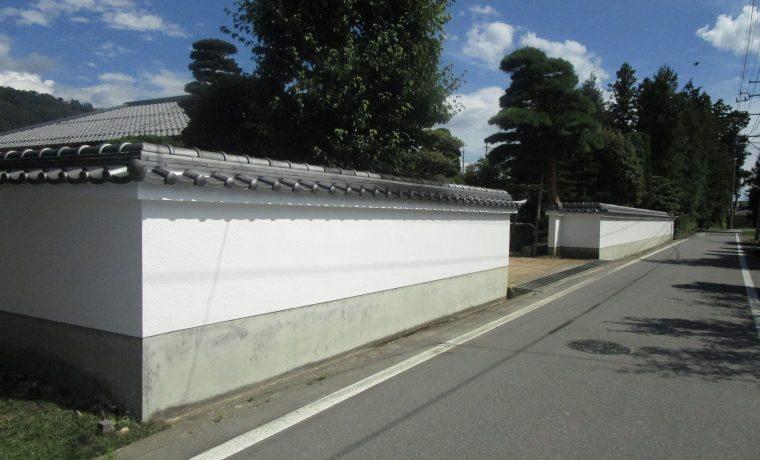 安曇野市豊科高家N邸にて高塀の瓦積み直し及び塗装工事完了しました‼