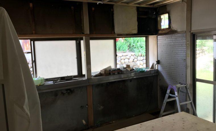 安曇野市豊科田沢H邸にてキッチン改修工事が始まりました‼