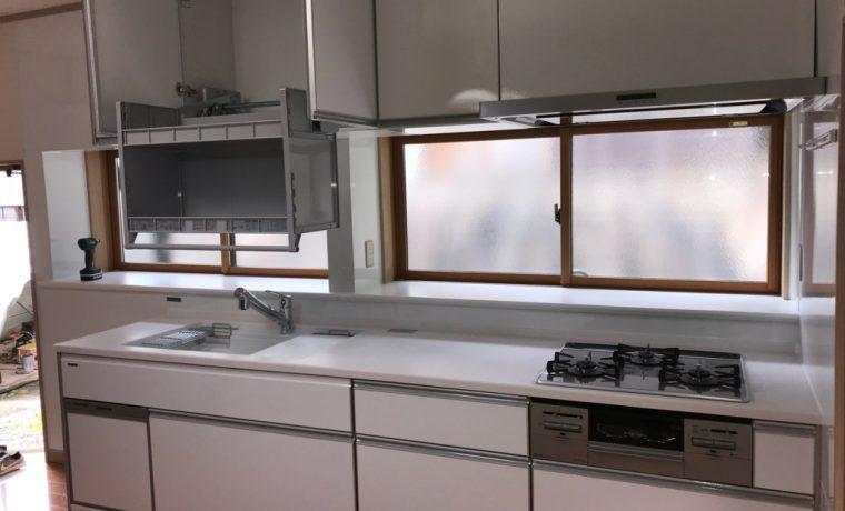 安曇野市豊科田沢H邸にてキッチン改修工事がはじまりました完了しました‼