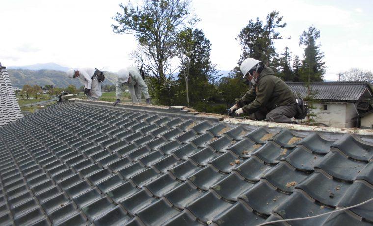 安曇野市豊科高家M邸にてT・ルーフ葺き替え工事が始まりました‼