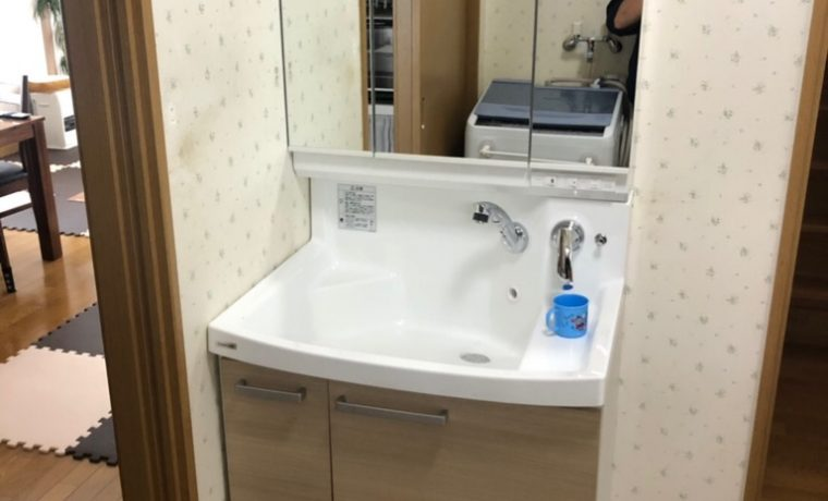 安曇野市三郷T邸にて洗面化粧台入替工事が完了しました‼