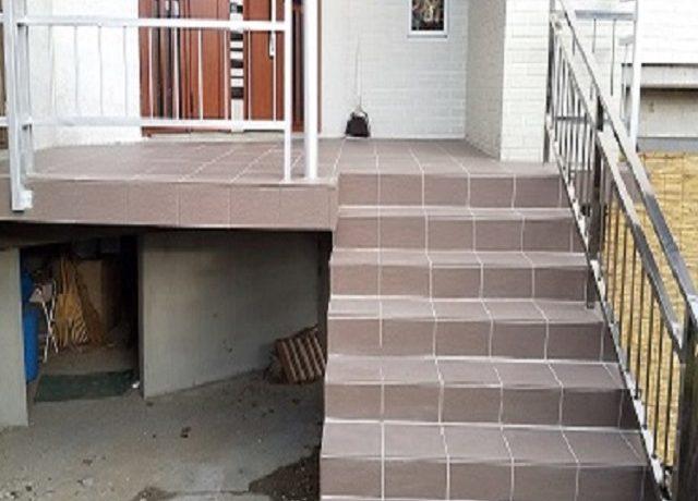 大町市Ⅿ邸にて玄関ポーチ及び階段の補修が完了致しました。